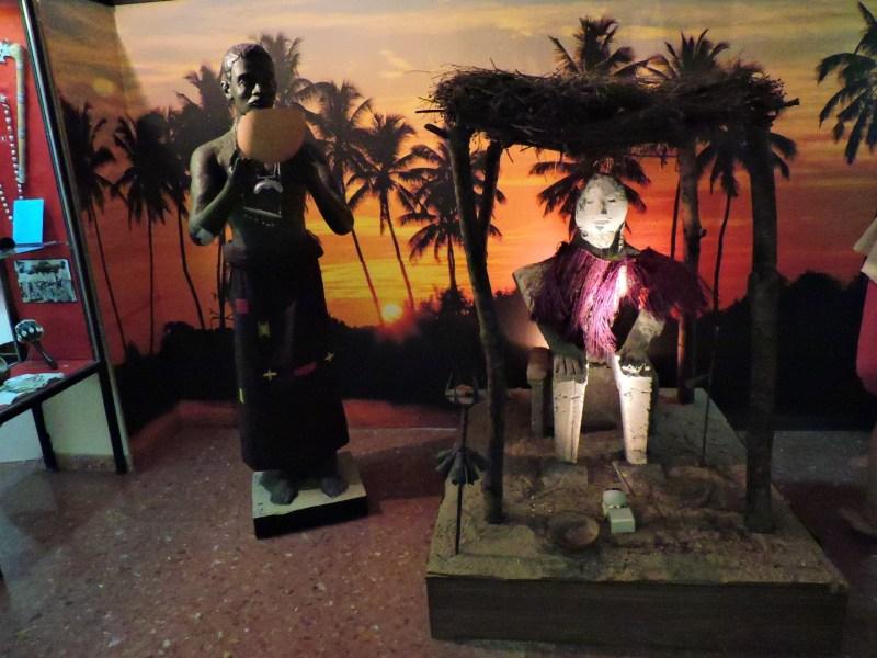 Museo Mundo Negro - Sacerdote y divinidad vodú.