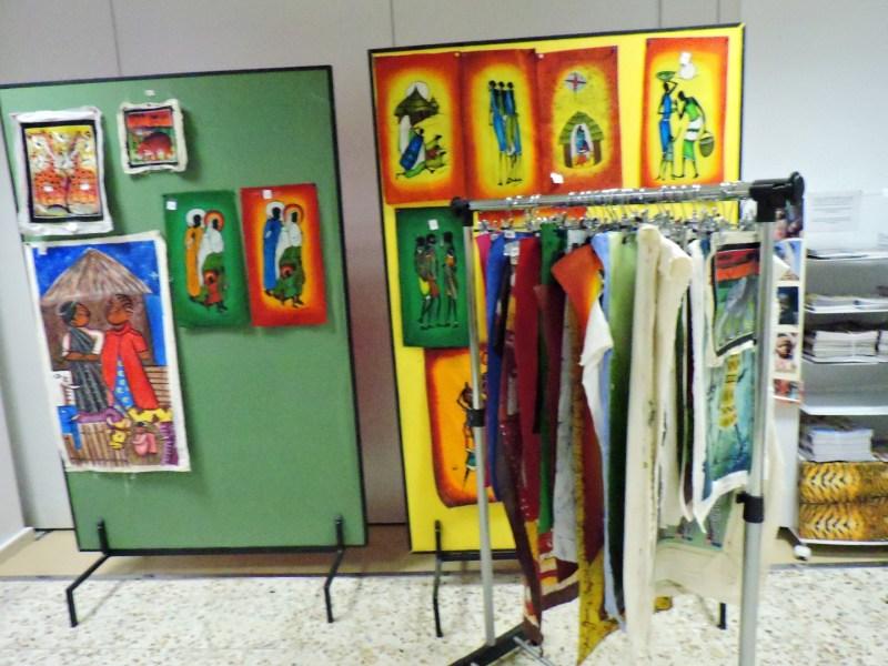 Museo Mundo Negro - También se pueden comprar vestidos confeccionados por tribus africanas.