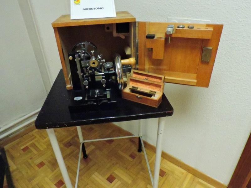 Museo Veterinaria Militar - Microtomo, que permite cortar tejidos, para ser posteriormente analizados.