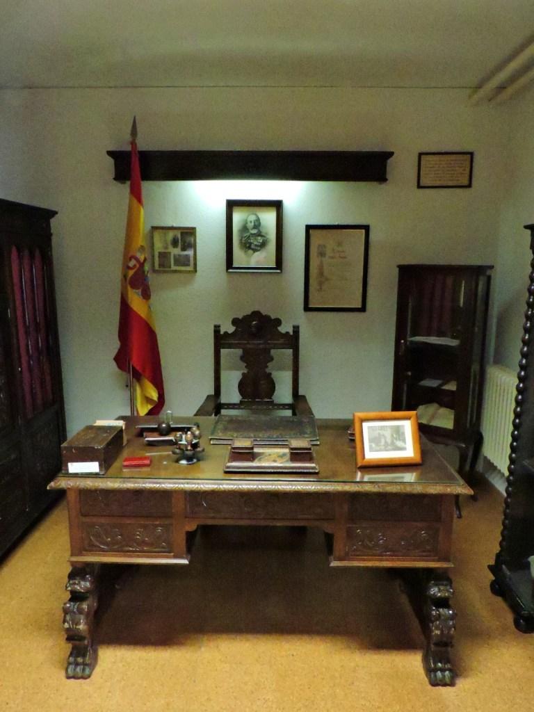 Museo Veterinaria Militar - Despacho del Coronel Eusebio Molina Serrano, promotor y divulgador de la profesión veterinaria.