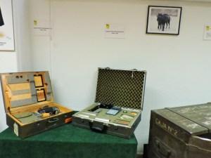 Museo Veterinaria Militar - Maletín de detección radiológica, formado por un contador Geiger.