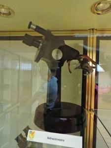 Museo Veterinaria Militar - Refractómetro para detectar la cantidad de glucosa y proteínas en los análisis de orina.