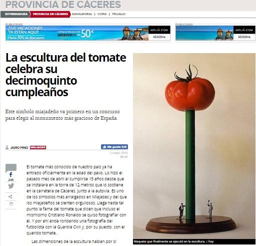 El Tomate - Maqueta original presentada por el artista, en la que el soporte era de color verde (1).