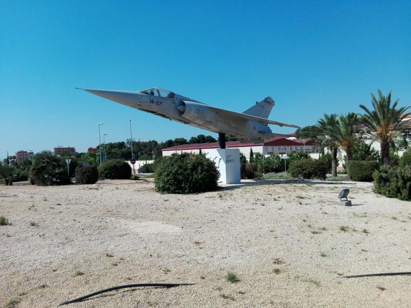 El Vuelo de Juan Olivert - Avión Mirage F1, retirados ya de servicio en el Ejército del Aire.
