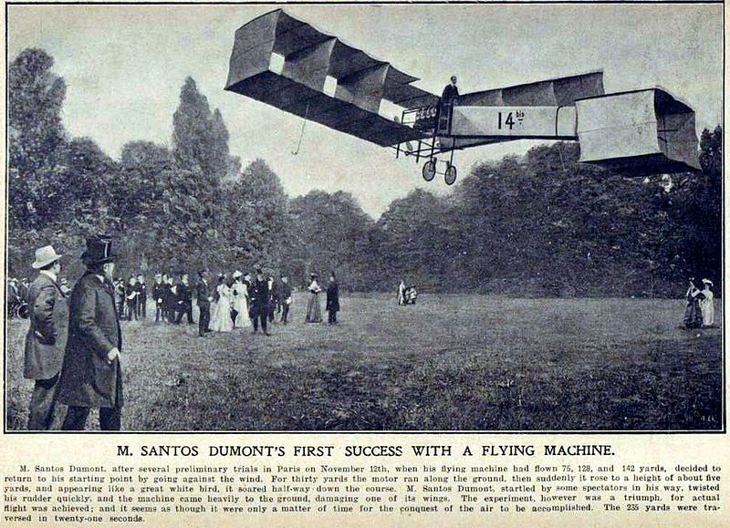 El Vuelo de Juan Olivert - Vuelo del brasileño Santos Dumont sobre París. Nótese que el avión tenía una disposición contraria a la habitual hoy en día (1)