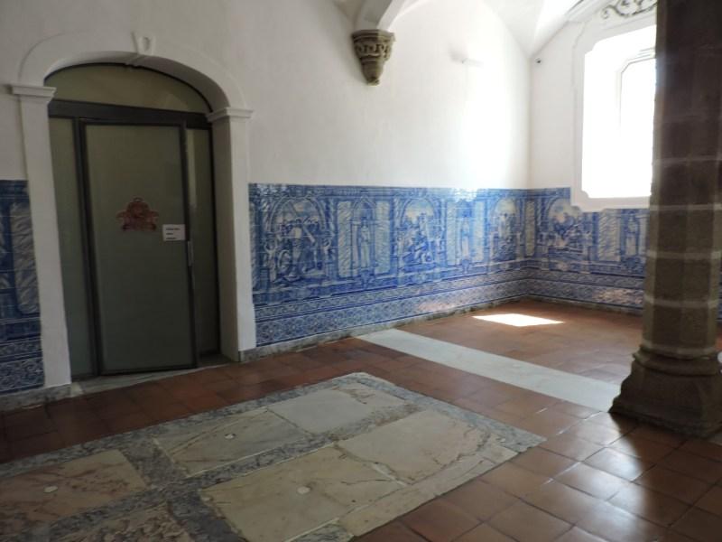 Capilla Huesos Evora - La Capilla de los Huesos está situada en los antiguos dormitorios de los monjes.