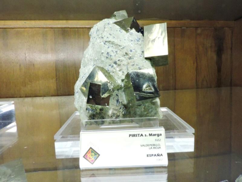 Museo Histórico-Minero - Pirita dentro de una marga (caliza y arcilla).
