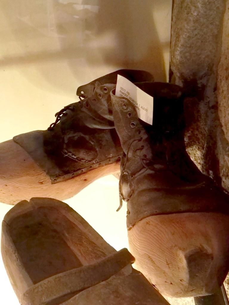 Museo del Zueco - Pareja de sabots franceses.
