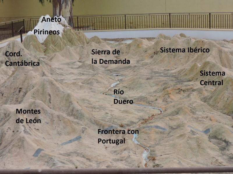 Colegio del Mapa - España, vista desde el valle del Duero. Sorprende que todos los grandes accidentes geográficos estén tan bien representados.