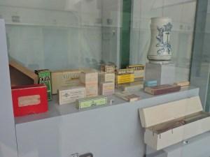 Museo Veterinario Complutense - Colección de medicamentos veterinarios de la primera mitad del S. XX.