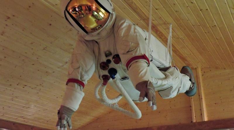 Museo Lunar - Traje espacial EVA.