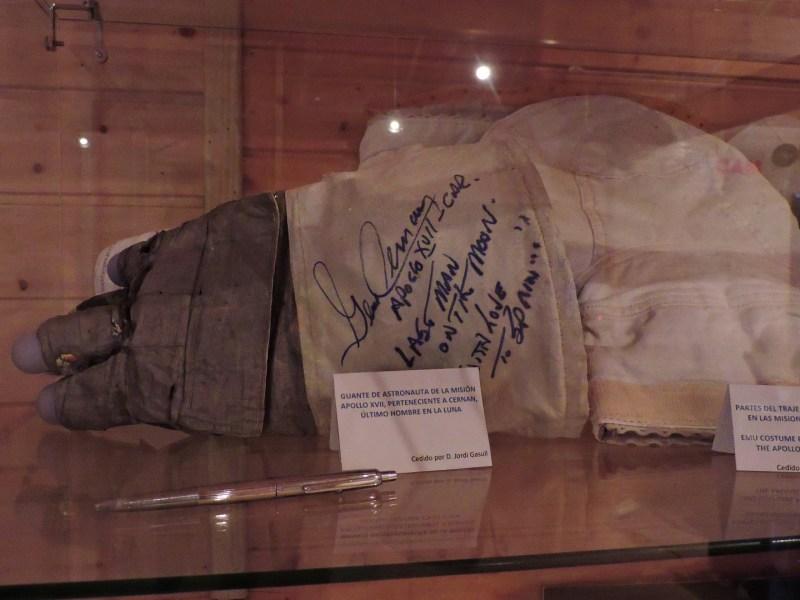 Museo Lunar - Guante del astronauta Cernan. El último hombre en la Luna.