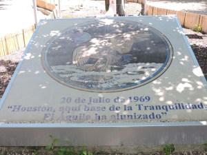 Museo Lunar - Placa que conmemora las primeras palabras pronunciadas desde la Luna y recibidas en Fresnedillas.