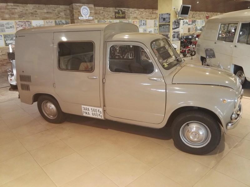 Museo Sala Team - Formichetta Combi S-4, fabricada por Siata España en Tarragona, sobre la base de un Seat 600.