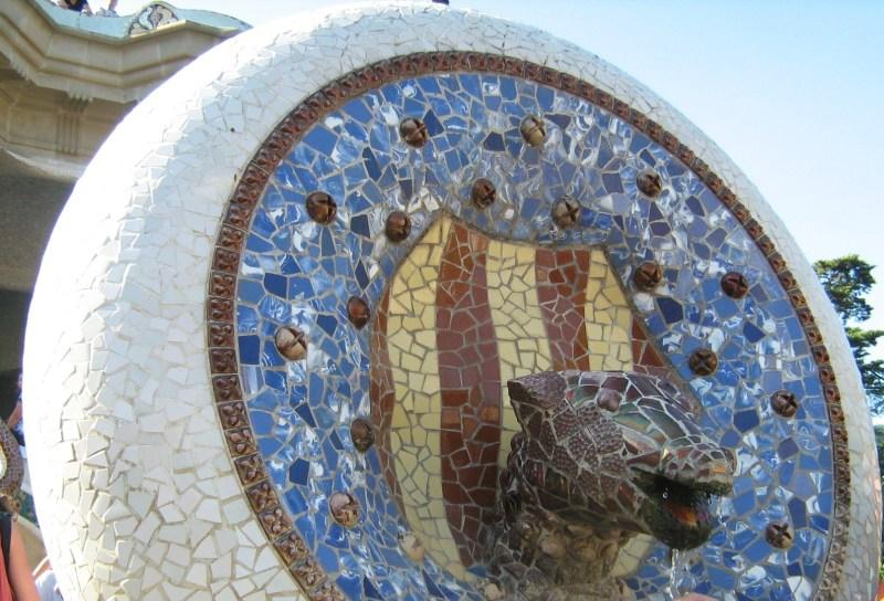 Escher en Madrid - Hay muchos parecidos entre los dibujos de Escher y los trencadís de Gaudí.
