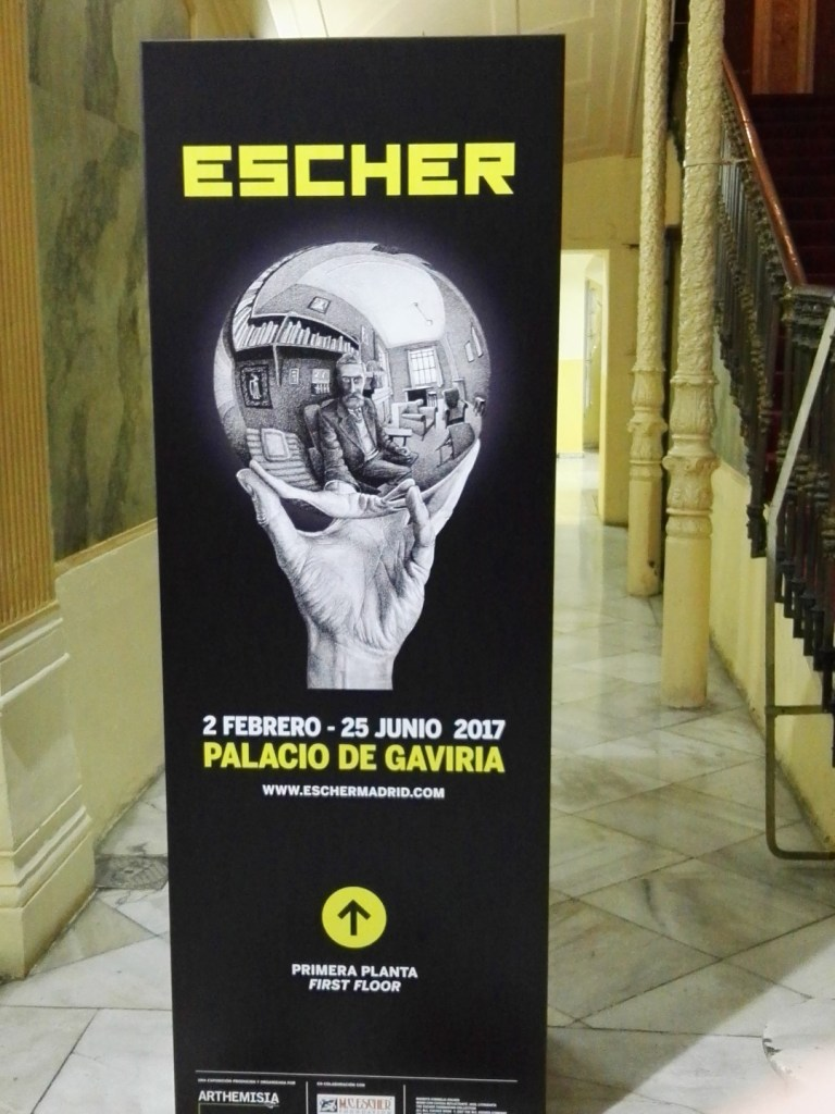 Escher en Madrid - Enara, o roll-up, de la Exposición.