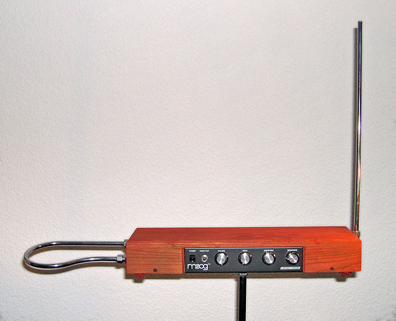 Exposición Theremin - Theremín fabricado a partir de un kit de ensamblaje, de la empresa Moog (2).