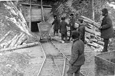 Exposición Theremin - Prisioneros en las minas de oro de Kolyma, en la Siberia Oriental, donde estuvo condenado Theremin (8).