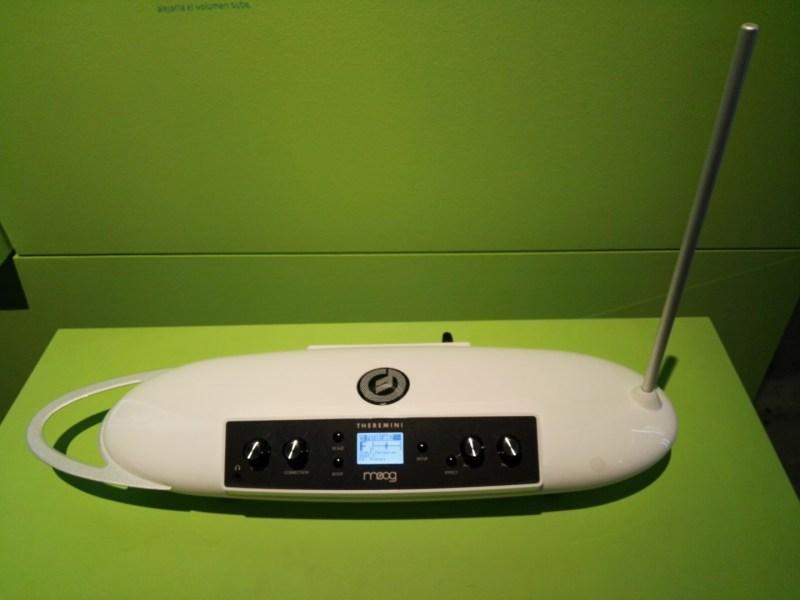 Exposición Theremin - Theremini de Moog Music.