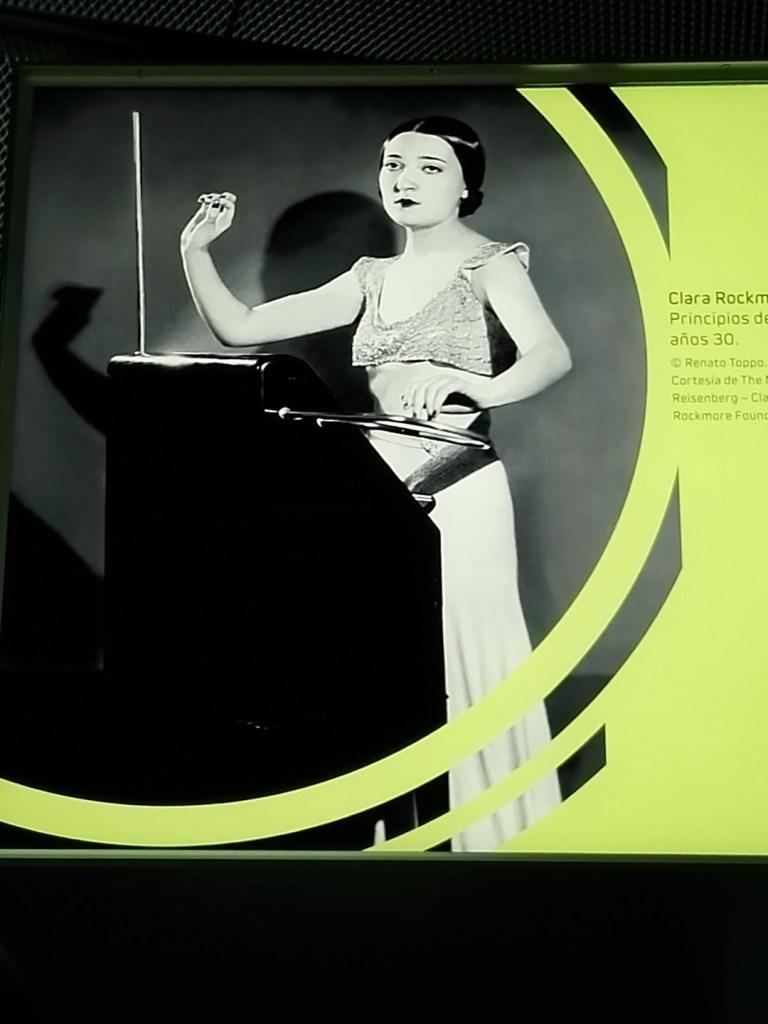 Exposición Theremin - La lituana Clara Rockmore, considerada la mejor thereminista de la historia.
