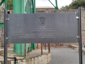 La Montaña de Sal - Placa en recuerdo a Emilio Viader, descubridor del yacimiento potásico.