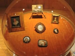 El Carromato de Max - Retratos de los Siglos XVIII y XIX. Esmalte y marfil.