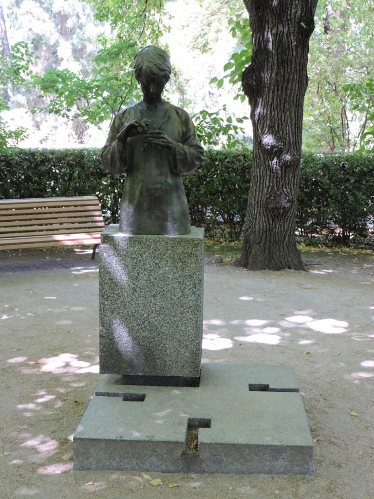 """Jardín Botánico Madrid - """"Formaste de tu amor simetría"""", del escultor Julio López Hernández."""