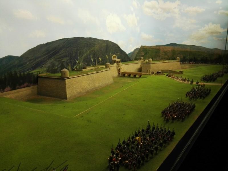 Museo de Miniaturas Militares - Desfile de caballería ante la Ciudadela de Jaca.