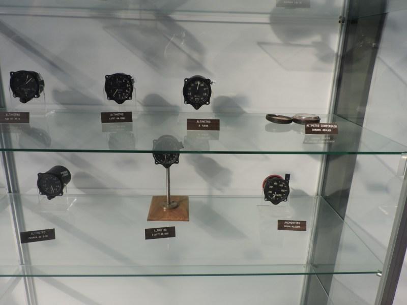 Museo del Aire - Altímetros de aviones.