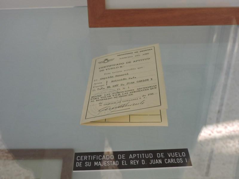 Museo del Aire - Certificado de aptitud de vuelo expedido a nombre de Juan Carlos I.