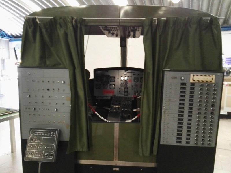 Museo del Aire - Panel de configuración de entrenamiento del helicóptero Bell 205.