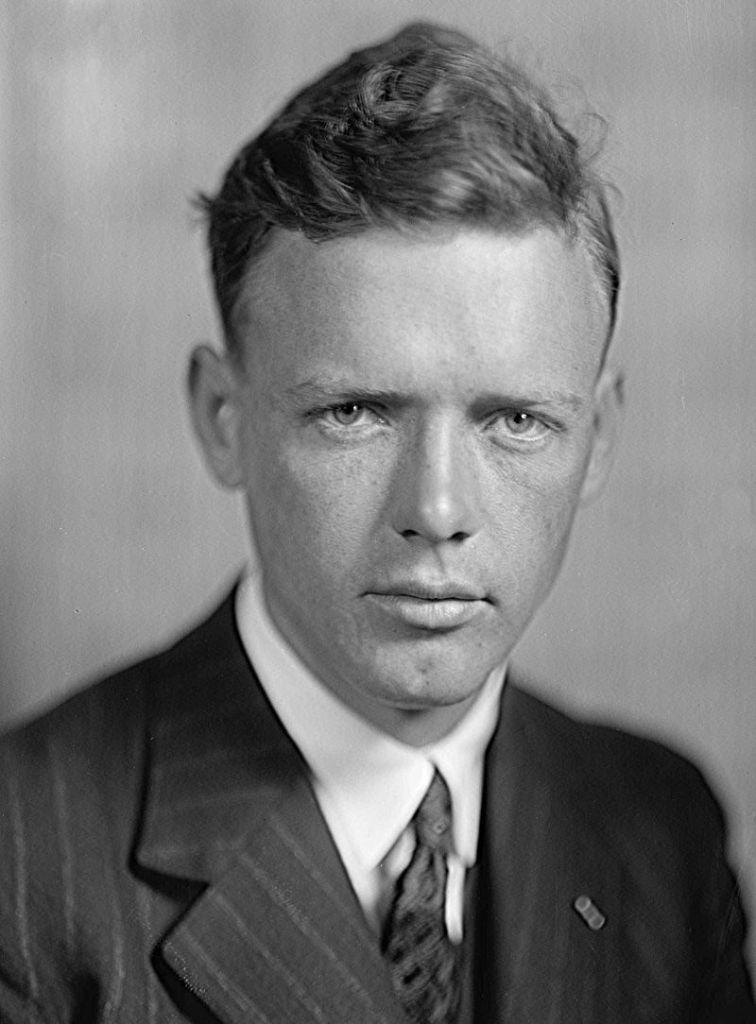 Museo del Aire - Charles Lindbergh era un aviador desconocido, que se convirtió en héroe americano, al ganar en 1927 el Premio Orteig. (6).