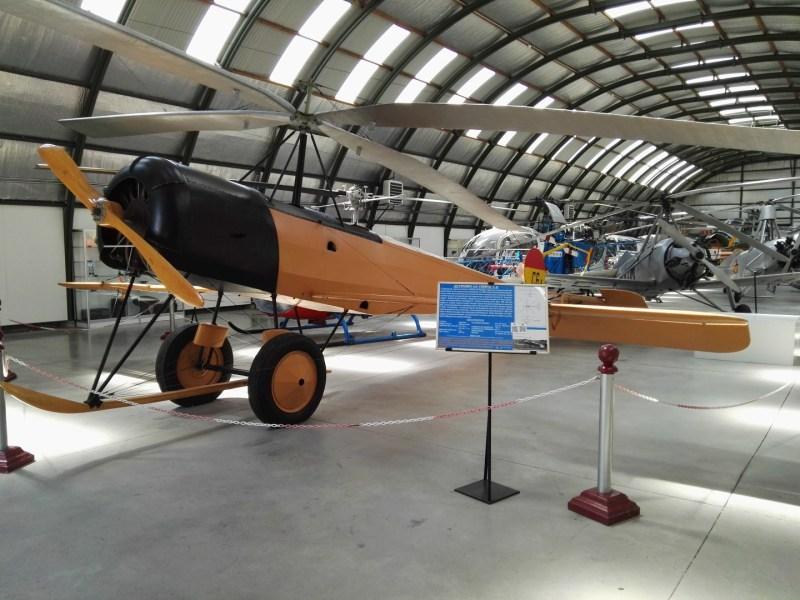 Museo del Aire - Réplica del autogiro C-6A. Con esta aeronave se efectuó el primer vuelo largo de un autogiro.