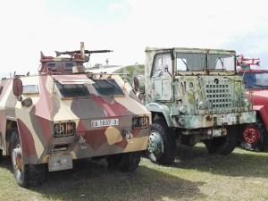 Museo del Aire - Blindado de asalto y transporte Pegaso BLR 3545, junto a camión de transporte.