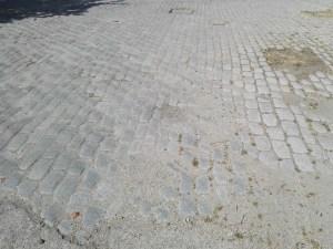 Almacén del MUNCYT - En esta imagen se aprecian las marcas de rodadura de los carros hacia el fielato.