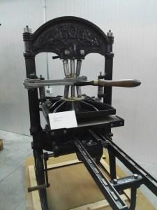 Almacén del MUNCYT - Prensa de imprenta de finales del Siglo XIX.