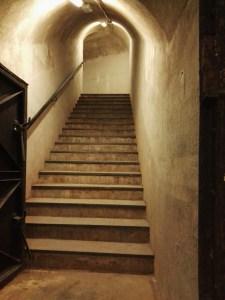 Búnker de El Capricho - Escalera de subida a la salida posterior.