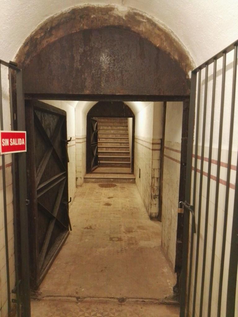 Búnker de El Capricho - Extremo Norte de la galería, con la salida posterior al fondo.