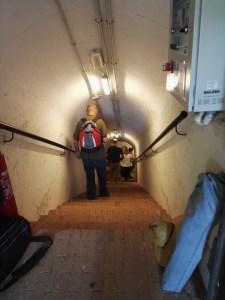 Búnker de El Capricho - He visto escaleras de casas de vecinos más estrechas y peor iluminadas.