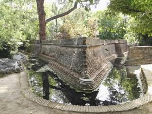 Búnker de El Capricho - Fuerte para artillería y batallas navales. Aquí jugarían los jóvenes nobles a los soldados.