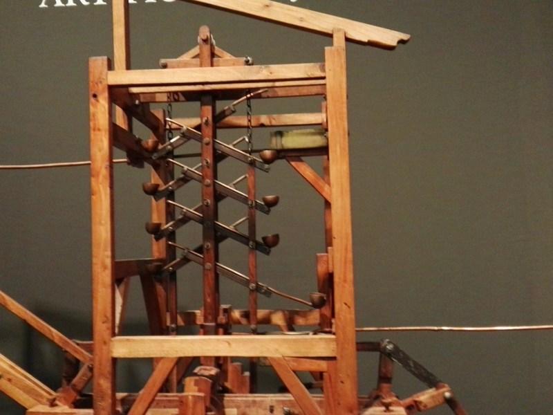 Maquetas y Modelos Históricos - Este curioso mecanismo de palas y sifones, permitía a Turriano elevar en vertical el agua a presión atmosférica.