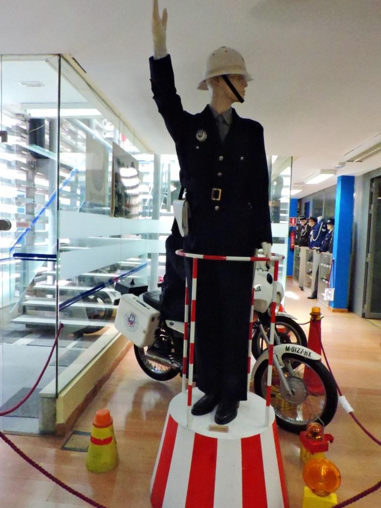 Museo Policía de Madrid - Los semáforos y las rotondas hicieron que los guardias sobre templete fueran innecesarios.