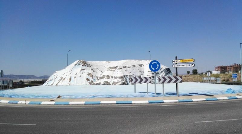 Rotonda de la Antártida - Una rotonda tan bonita y la llenan de señales.