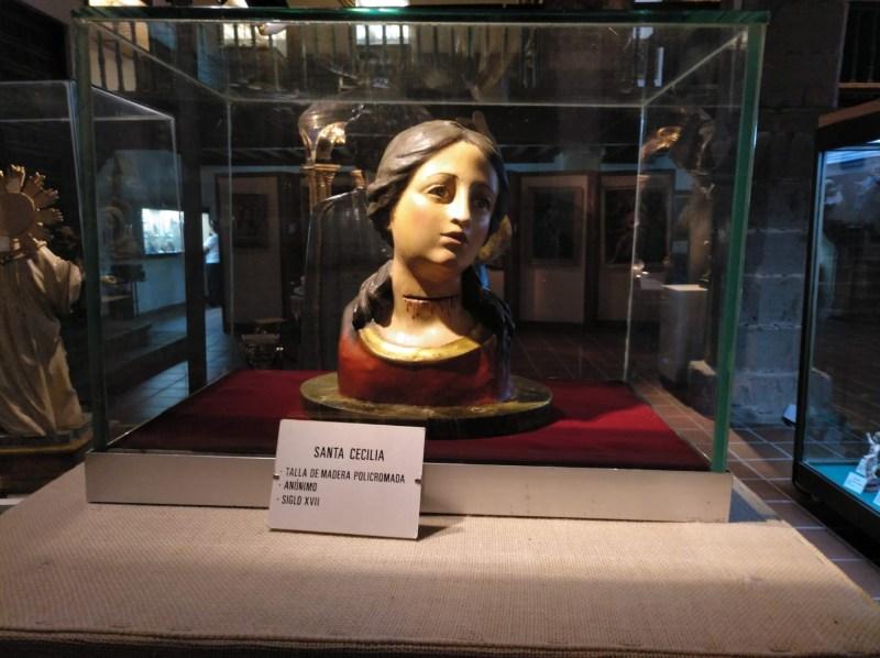 Museo Religioso-Paleontológico - Busto de Santa Cecilia, patrona de la música, del S. XVII.