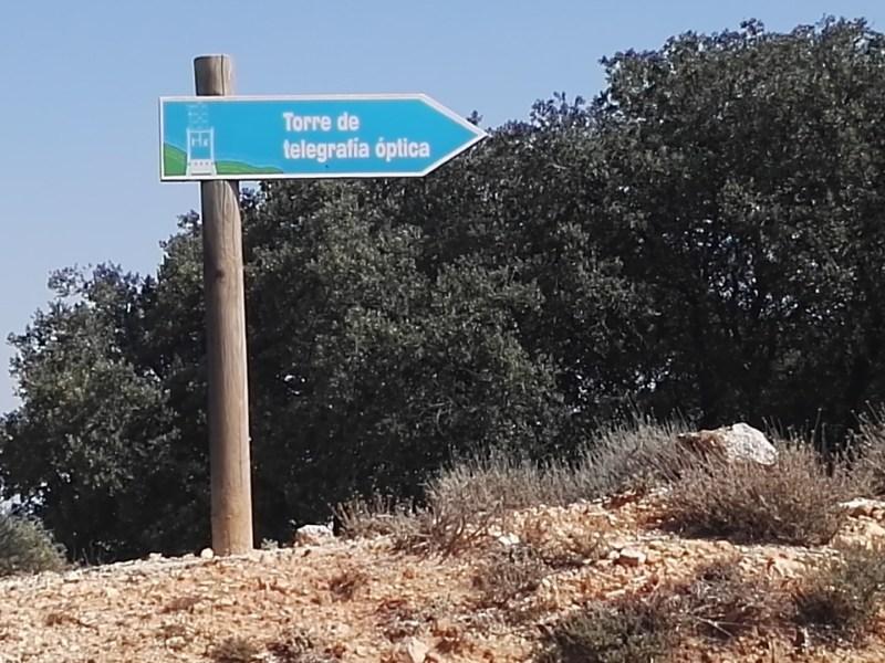 El telégrafo óptico - Señal indicando el camino para llegar al telégrafo.
