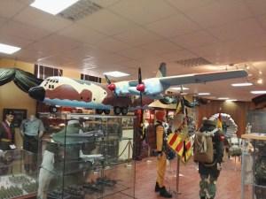 Museo de la Bripac - Maqueta de un CN-295, uno de los aviones usados para el lanzamiento de paracaidistas.