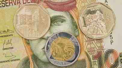 La moneda oficial en Peru, es el Nuevo Sol.