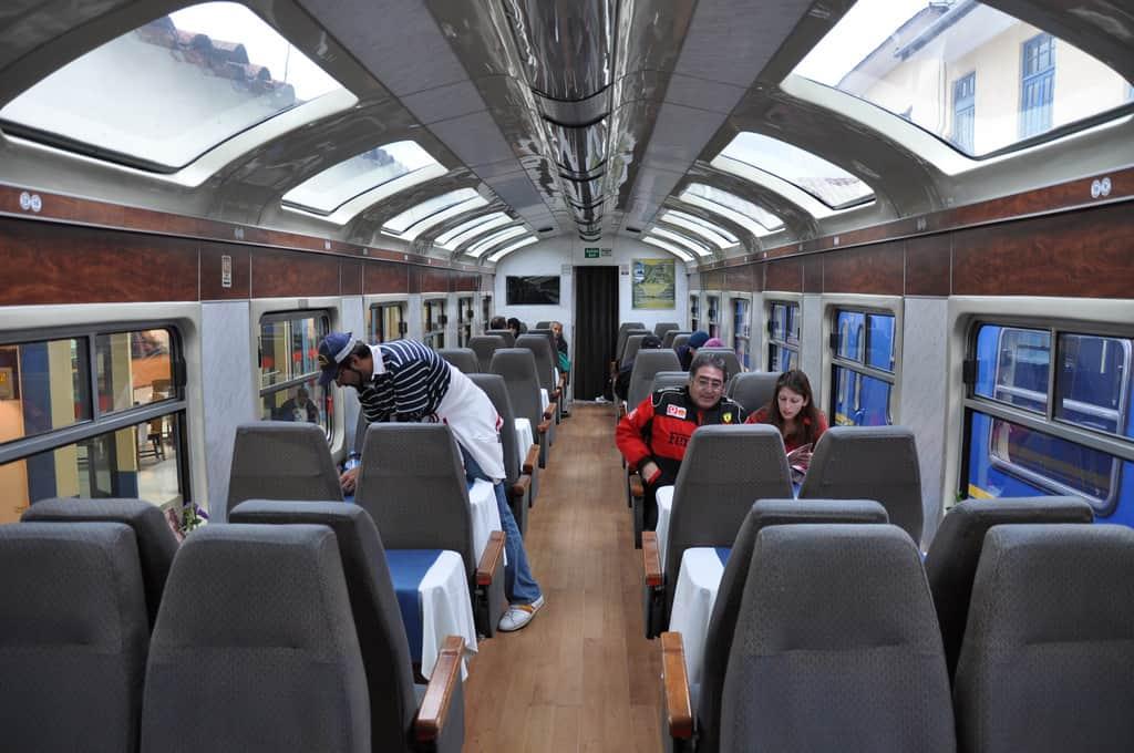 Viajar en tren a Machu Picchu - interior vista dome