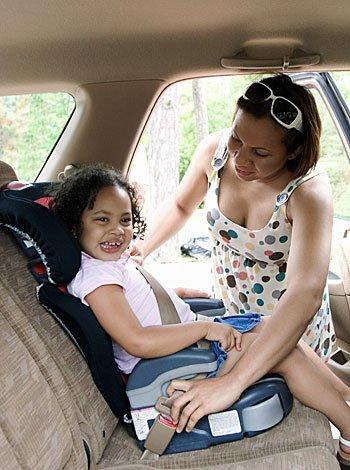 Nios de 8 aos deben seguir usando sillas de seguridad en el coche