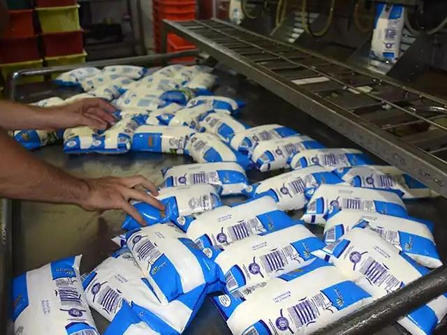 Governo de SP deve rever ICMS sobre proteínas e leite